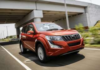 5.) Mahindra XUV500: The first monocoque chassis-based car by Mahindra, the XUV500 has garnered plenty of attention in the Indian markets with its Cheetah-inspired design. Launched first in 2010, the mid-sized SUV currently comes equipped with a 2.2-litre engine, similar to the one on the Scorpio.
