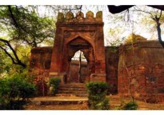 Bhooli Bhatiyaari Ka Mahel - This 14th century structure located near the Delhi Ridge, Jhandewalan belongs to the Tuglaq era. It was built on a hunting lodge for the Tuglaq rulers. There are rumours of strange sounds being heard here, especially after darkness falls.