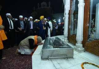 PM Modi and Ashraf Ghani also offered prayers at the temple and spent over 30 minutes braving cold weather.