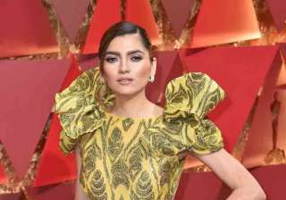 Hollywood actress Blanca Blanco, made all efforts to grab attention at the 89th Annual Academy Awards. The actress opted a revealing designer gown with a thigh-high-slit pattern. Reportedly, Blanca also suffered a wardrobe malfunction at the Oscars 2017