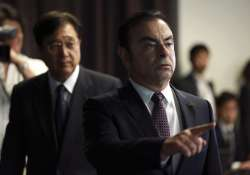 Nissan President Carlos Ghosn, right, and Mitsubishi