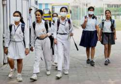 School girls wear anti-air pollution mask as pollution