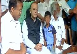 Arun Jaitley meets family of slain RSS worker, CPM stages