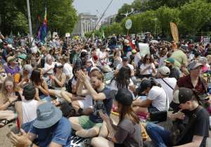 Thousands marched in US to protest Trump's climate policies- India Tv