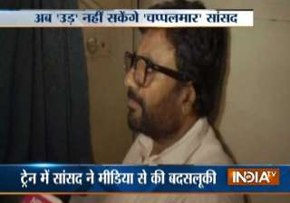Ravindra Gaikwad travelling in train - India TV
