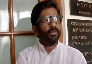 Shiv Sena MP Ravindra Gaikwad beats up Air India...