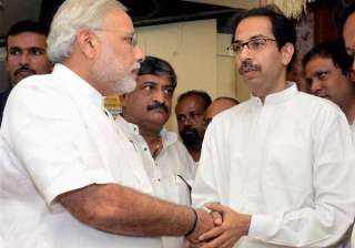 PM Modi invites Uddhav on dinner, to discuss prez...