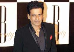 manoj bajpayee observes two minutes silence for peshawar