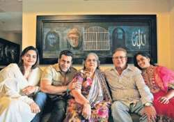 salman khan posts group photo with his extended family