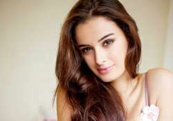 evelyn sharma eyes tamil cinema