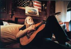 austin to unveil monument to willie nelson