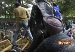 1984 riots sikh groups protest outside rahul gandhi s