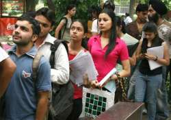 admissions start at du students flock in large numbers