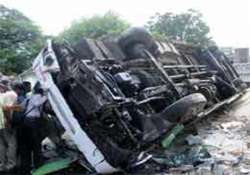 bihar five killed 6 injured in bus accident