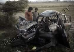 five delhi residents burnt alive after car hits trolley