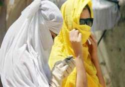 hot sunday for delhiites as mercury touches 40 degrees