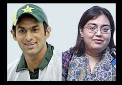 shoaib divorces ayesha way cleared for marriage with sania