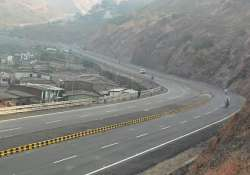 mumbra bypass develops crater due to heavy rains closed for