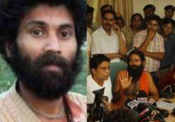 ramdev pays tribute to swami nigmanand