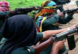 suspected maoists kill two in jharkhand