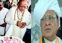 vaghela celebrates his 72nd birthday with 3 tier cake