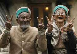 india s first voter shyam saran negi casts his vote at