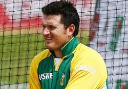 graeme smith under fire for staying back in india to avoid
