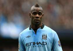 balotelli being tested for left leg muscle injury