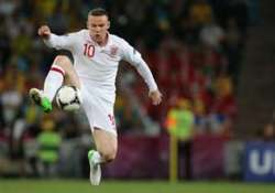 england selects rooney amid united rift injuries