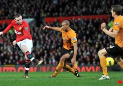 united back in the goals to keep pressure on city