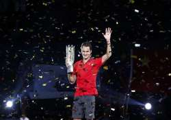 federer wins 4th title of year at shanghai masters
