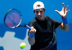 top seeded isner into 2nd round at delray beach