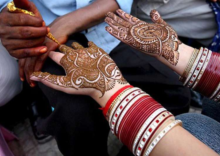 mehndi containing chemicals can cause serious skin infections say doctors- India Tv