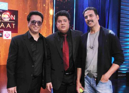 The first season of popular celebrity chat show 'Yaaron Ki Baraat' is coming to an end this month and the audience will get to see superstar Akshay Kumar with Sajid Nadiadwala together in the grand finale episode. Interestingly, this will be the first time Akki will be appearing on the show, given that he was not on cordial terms with show's host Sajid Khan. Akshay and Sajid got embroiled in war of words after Khan stated that it was because of his movies 'Housefull' and 'Housefull 2' that the 'Airlift' actor ended his dry patch at the box-office. This certainly didn't go down with Akki then and the two had a big showdown. Besides Sajid Nadiadwala, who has been closely associated with both Sajid and Akki, supported the latter in the fiasco and cut his ties with Khan But looks like these celebs have decided to put all the grudges aside as the three of them – Sajid Khan, Akshay Kumar and Sajid Naidiawala will be seen having a gala time in the finale episode of 'Yaaron Ki Baraat'.