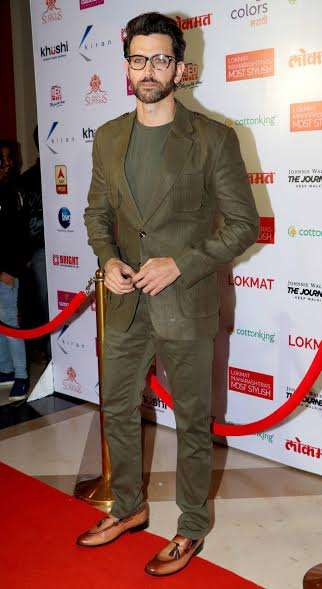 Bollywood heartthrob Hrithik Roshan looked uber stylish in a semi formal attire. The specs completed the look and made the