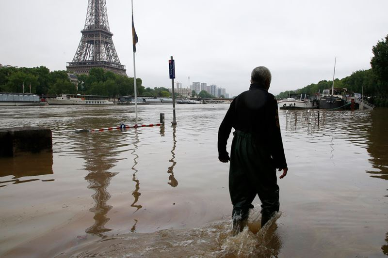 is paris still dating river Life below the city of light: paris underground concentrated on the south bank of the river seine, hidden limestone quarries dating back centuries.