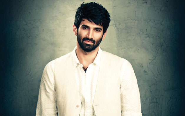 Actor Aditya Roy Kapur is celebrating his 31st birthday today and he has got all the charm that can make anyone skip a heartbeat. Aditya has been a sensation in the industry ever since he starred in 'Aashiqui 2' opposite Shraddha Kapoor in 2013. The movie became his instant shot to fame and Aditya became an overnight star. The movie made him a 'dream boy' of millions of girls across the country. Since then, there has been no looking back for him. Post Aashiqui, Aditya Roy Kapoor's work has not met with much success as most of his films Daawat-e-Ishq, Fitoor bombed at box office. Though, Kapur, post the hit of 'Aashiqui 2', is still yearning for a big hit, he has been appreciated for his unconventional good looks and performances in movies like 'Yeh Jawaani Hai Deewani', 'Fitoor' etc. As Aditya Roy Kapur turns a year older today, we bring you some lesser known facts about this suave actor