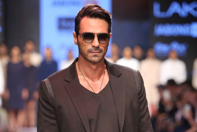 Bollywood actor Arjun Rampal is celebrating his 44th birthday today. Touted as one of the most versatile actor in the industry, Arjun had made his debut in 2001 with 'Pyaar Ishq Aur Mohabbat'. Often cited at Bollywood's supermodel, Arjun has proved his acting prowess time and again as he carved a niche for himself in showbiz. Though, the actor had a huge a list of flops in his share, he has still proved what a wonderful actor he is. Interestingly, Arjun has been one of those finest actors in the industry, who doesn't run after lead roles only. Instead he believes in giving a quality performance even if it for a supporting role. As Arjun Rampal turns a year older today, we bring you some of the lesser known facts about the actor
