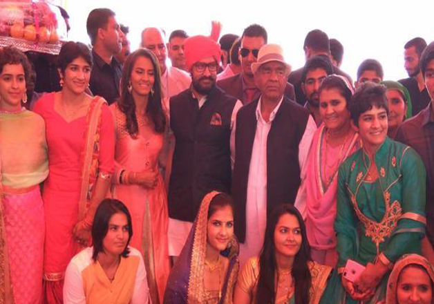 Geeta Phogat, who was the first female wrestler from our country to compete at the Olympics, yesterday got hitched to his fellow wrestler Pawan Kumar. Her wedding was attended by none other than Bollywood superstar Aamir Khan.