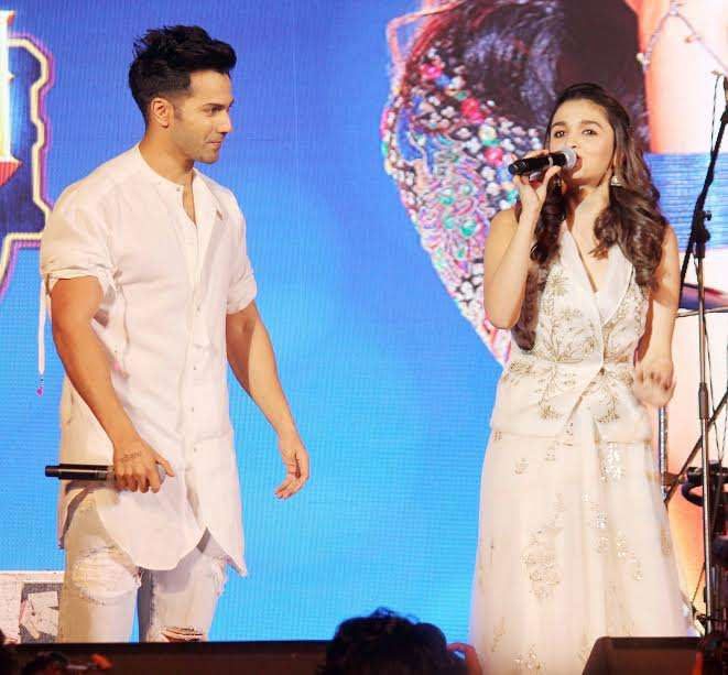 Actors Varun Dhawan and Alia Bhatt are on a promotional spree these days. Both of them recently appeared in Mumbai's famous Kalaghoda Festival to promote their upcoming film 'Badrinath Ki Dulhania', which will hit silver screen on March 10. Along with interacting with the audience they were also seen dancing their heart out.