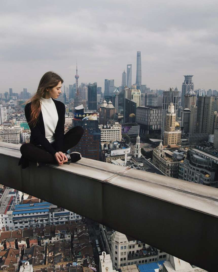 If you suffer from acrophobia- fear of irrational heights, then you're advised not to see the pictures. Because what you're going to see now will curdle your blood out of fear.
