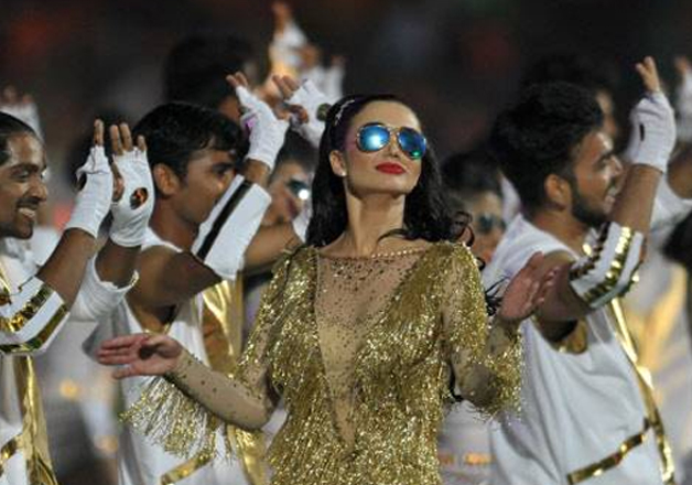 The 10th edition of the Indian Premier League IPL had a perfect start at the Rajiv Gandhi International Stadium here on Wednesday with the opening ceremony providing some real entertainment for the holiday crowd. Actress and British model Amy Jackson performed at the opening ceremony of IPL 10. The opening ceremony began with 'Chale Chalo', the famous song from blockbuster 'Lagaan'.