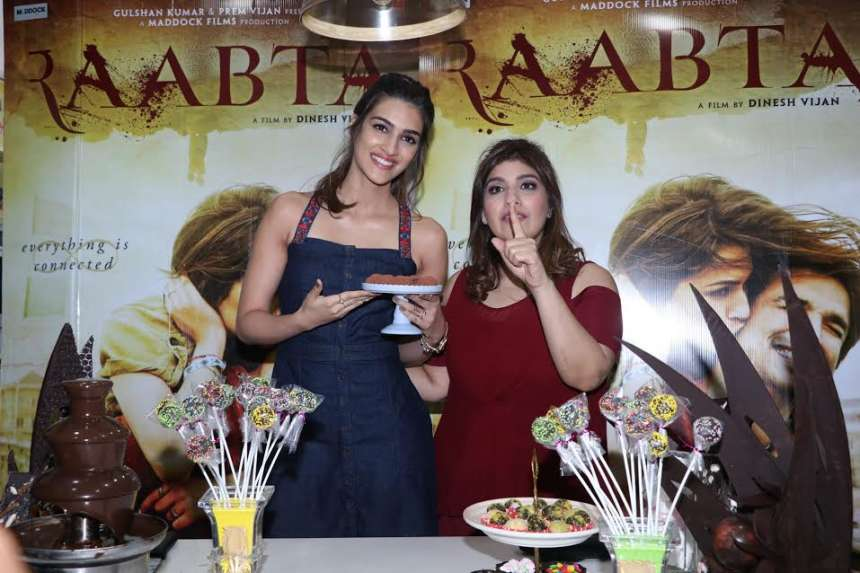 Gorgeous actress Kriti Sanon is on a promotional spree of her forthcoming film Raabta alongside Sushant Singh Rajput. During her film promotional, Kriti recently became part of an interactive chocolate making session with chef Rakhee Vaswani.