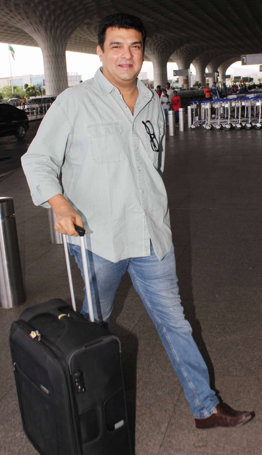 Siddharth Roy Kapur: Indian film producer Siddharth Roy Kapur was spotted at airport wearing a light coloured shirt with blue denims and brown loafers. This is most common outfit among men for traveling.