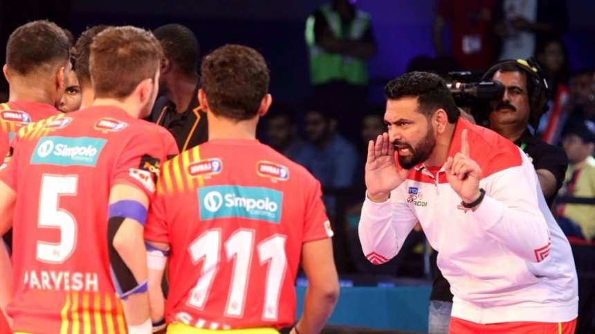 In the Pro Kabaddi League 2017 Match 23, Gujarat Fortunegiants faced off U Mumba in their backyard as the Arena, Ahmedabad, Gujarat. Gujarat thrashed U Mumba by 18 points to top Zone A and hand U Mumba their second loss of the season. In this image, the Gujarat Fortunegiants coach gives the team a pep talk before the match.