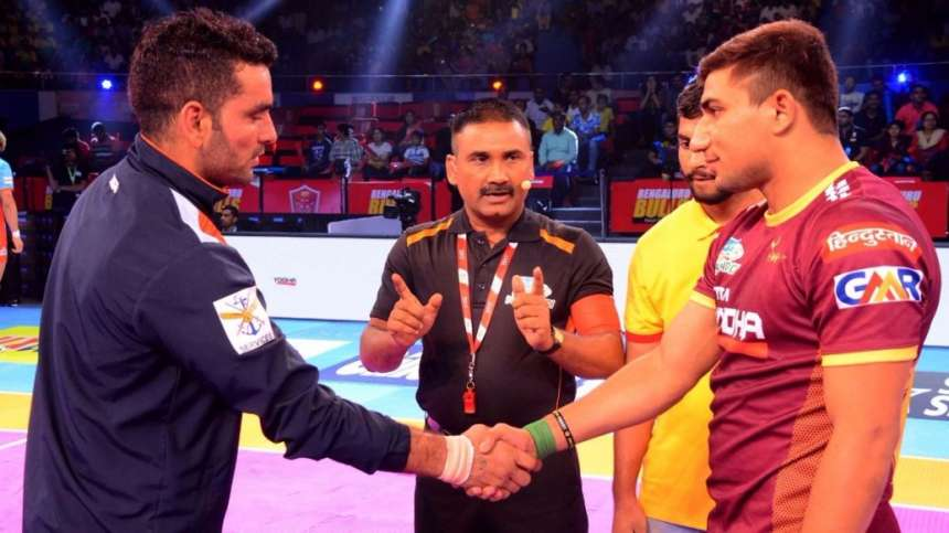 In Match 16 16 of the Pro Kabaddi League 2017 Season 5, it was Bengal Warriors who took on debutants U.P Yoddha. The Warriors handed the Yoddhas their first defeat by a massive margin to win by 40-20. In this image, the two captains Bengal Warrior's Surjeet Singh and U.P Yoddha's Nitin Tomar greet each other before the toss of the match.