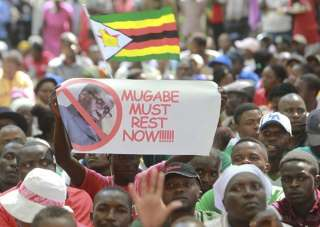Zimbabwean President Robert Mugabe resigns for...