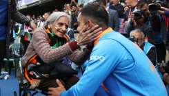 Virat Kohli invites 'super fan' Charulata ji via letter for India-Sri Lanka clash