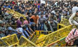 Delhi Police denies using force against protesting JNU students