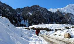 Intense cold wave continues in Himachal